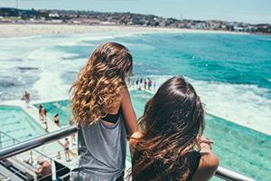 Two teenage girls looking at ocean: No?l Alvarenga - Instagram @noel.alva/Getty Images