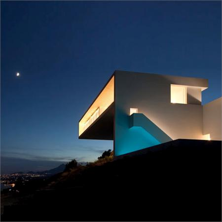 House&#32;on&#32;the&#32;Cliff&#32;by&#32;Fran&#32;Silvestre&#32;Arquitectos