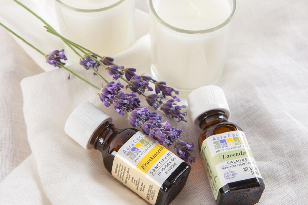 Aura Cacia. Frankincense and lavender fragrances