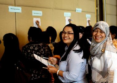 Teachers in Thailand sign up for conference sessions