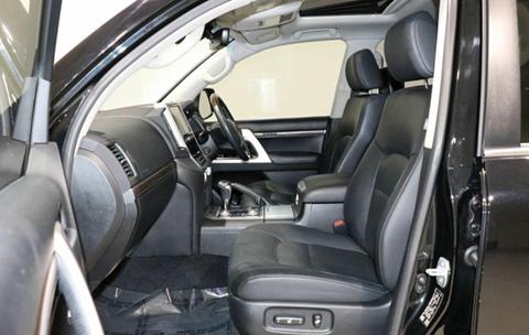 MY 2016 Toyota Land Cruiser - Front Seats