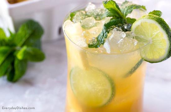 Pineapple Fizz Cocktail