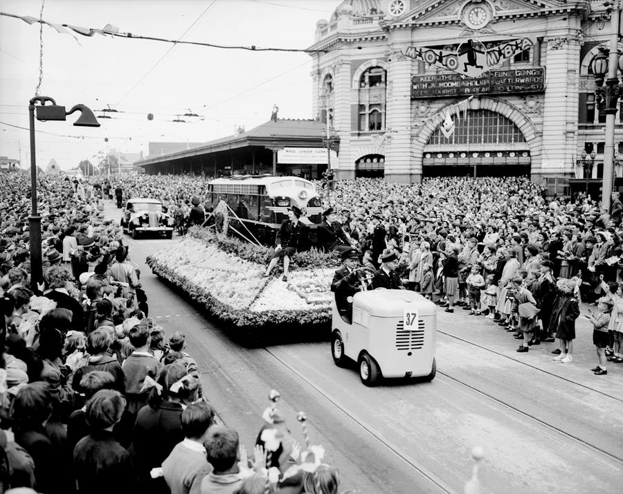📷: Public Records Office Victoria - 1955 Moomba Procession Victorian Railways Floral Float VPRS 12800H 3952